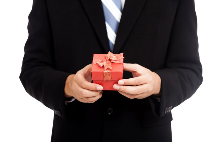 6 Tips And Ideas For Corporate Gifts This Holiday Season