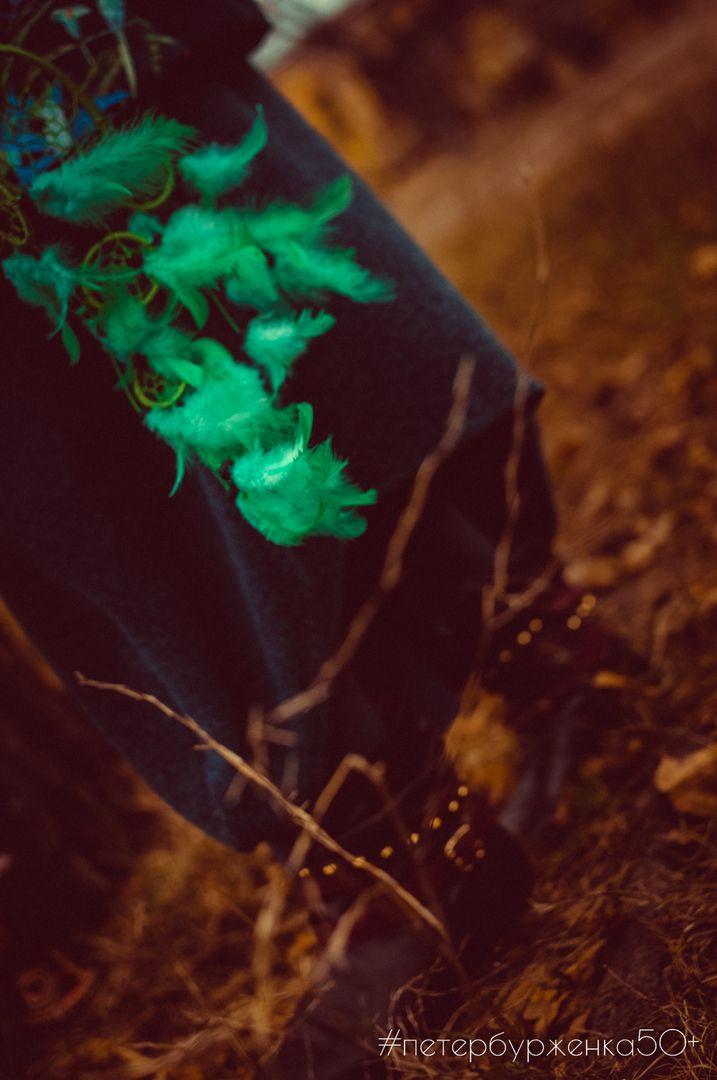Верите ли вы, что в жизни есть место мистике, энергетике и всякому колдовству?😇 . Тук-тук-тук... Стук пальцев по африканскому барабану, шум ветра в траве, прислушаешься и сразу очутишься совсем в другом месте, полном солнца, сухости и огня... холодно, пальцы стынут, но это только подгоняет сильнее стучать, вслушиваться, шептать и быть услышанной... Шорох шагов в траве, шершавая крона дерева, какое же ты большое, великое и могучее...🌳🍂🍁  Ладонь касается ствола, тягучая энергия немного…