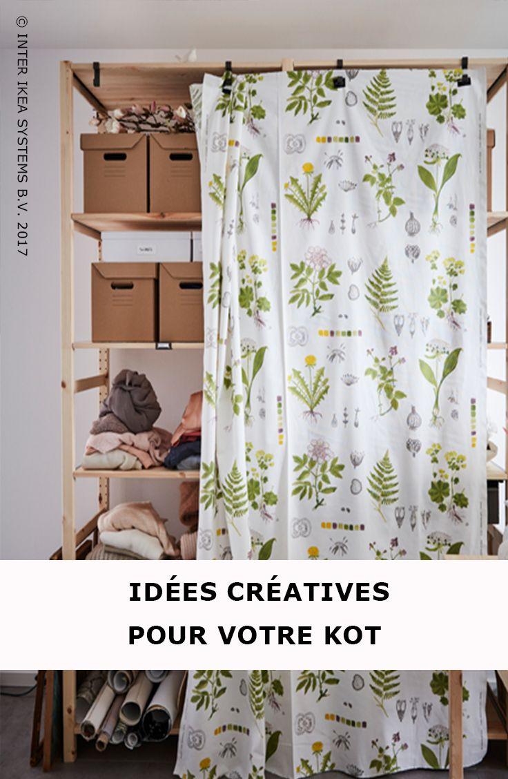 C'est bientôt la rentrée… C'est également le moment de rafraîchir votre kot ! Laissez pendre un joli tissu au mètre et fixez-le à des crochets pour cacher le contenu de vos étagères ou utilisez des boîtes en carton. Tissu au mètre DORTHY, 5,-/pce. #IKEABE #idéeIKEA  Time to give your dorm room a refresh! Hang a fun fabric on hooks to conceal what's on your shelves and opt for corrugated boxes for all your papers. DORTHY Fabric, 5,-/meter. #IKEABE #IKEAidea