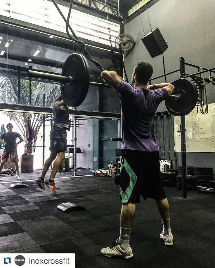 Sumo Deadlift High Pull. A busca pelo padrão de movimento qualidade técnica e performance são constantes. #simbora #arleypolessa #crossfit #crossfitt #inspiracao #burpees #mybox #reebok #errejota #lpo #mywod #wod #Snatchs #Paleo #crossfitbrasil #reebokcrossfitbrasil #atmospheraonline #poodfitness #dodgerfitness #repost #inoxcrossfit #performance #qualidade #dieta #sdhp #revistacrossfit #revistacf #revistagripbrasil #simbora by arleypolessa