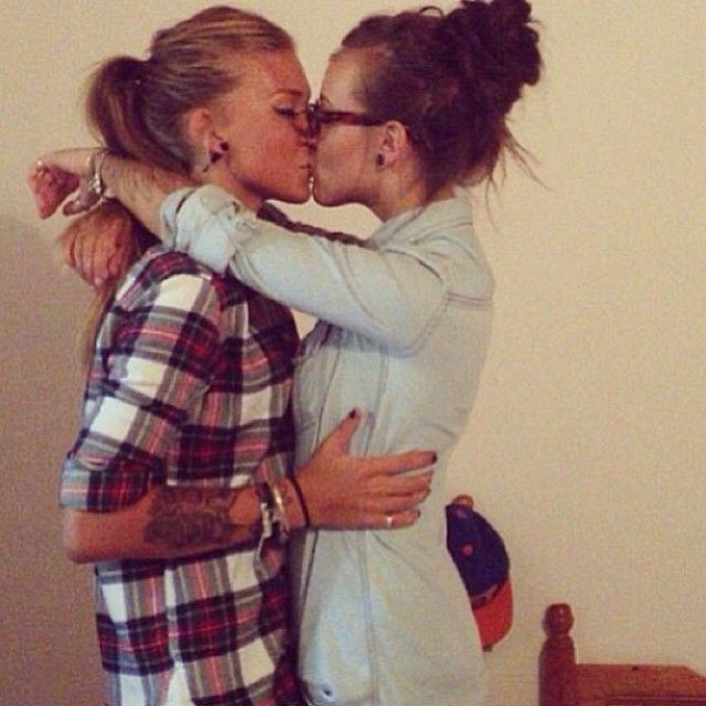 Teen lesbians kissing the ultimate, tonya raymonde nude