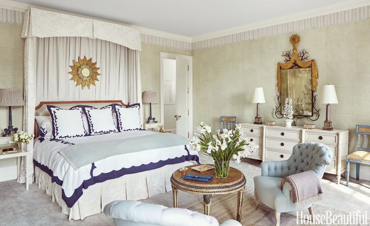 Master bedroom of a Manhattan apartment designed by Celerie Kemble, House Beautiful (September 2016): 110–19. Photo by Christopher Sturman.