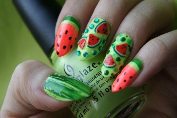 Sommer Nageldesign-grüne Wassermelone mit Pünktchen-Stiletto-Nails