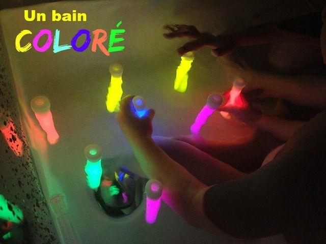 Une autre façon de mettre un peu de couleur dans la grisaille de novembre et ses soirées sombres : des batons lumineux dans le bain!