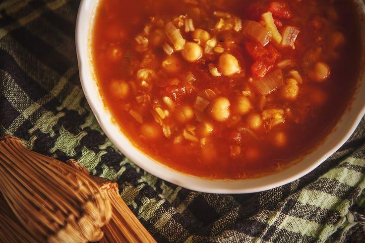 wegetariańska inspiracja z Maroko, tradycyjna, rozgrzewająca zupa harira http://www.vegeteria.pl/harira-marokanska-inspiracja/
