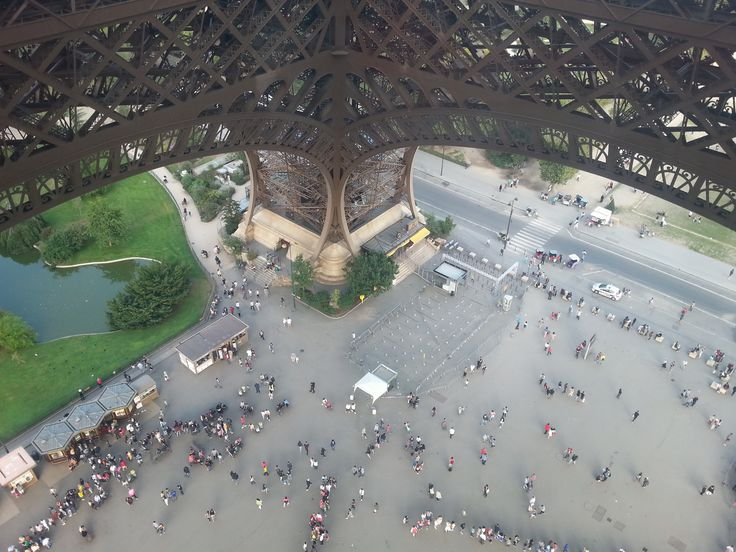 """""""Ant"""" people seen from the Eiffel Tower"""