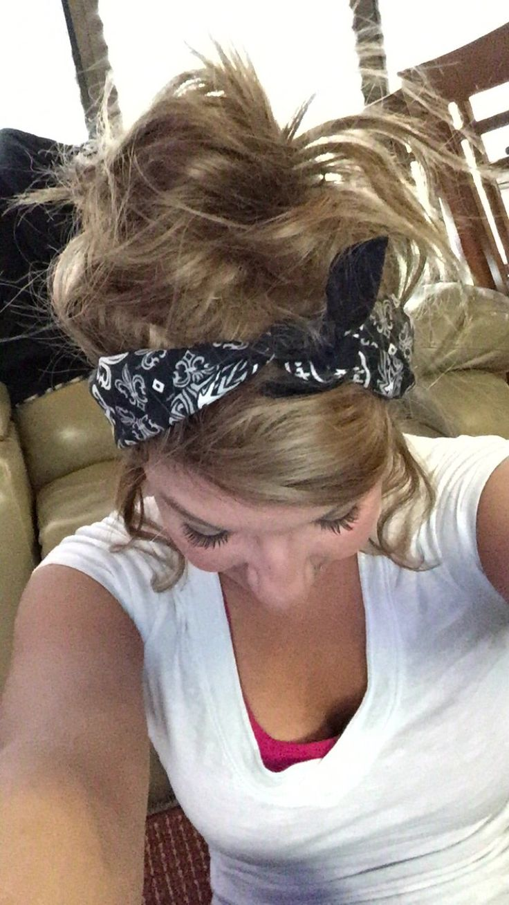 I did this messy bandana up do and absolutely love it! Just teased up the front and pinned it with two Bobbie pins, put it in a messy bun and curled the sides, finally the bandana!