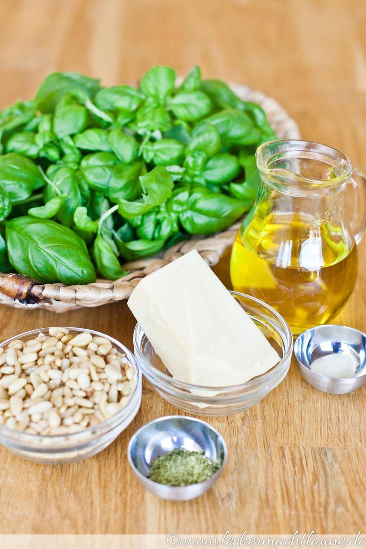 Basilikum-Pesto ist der DER Klassiker unter den Pesto-Sorten. Frisch, würzig und einfach lecker. Egal ob zu Nudeln und auf Brot...