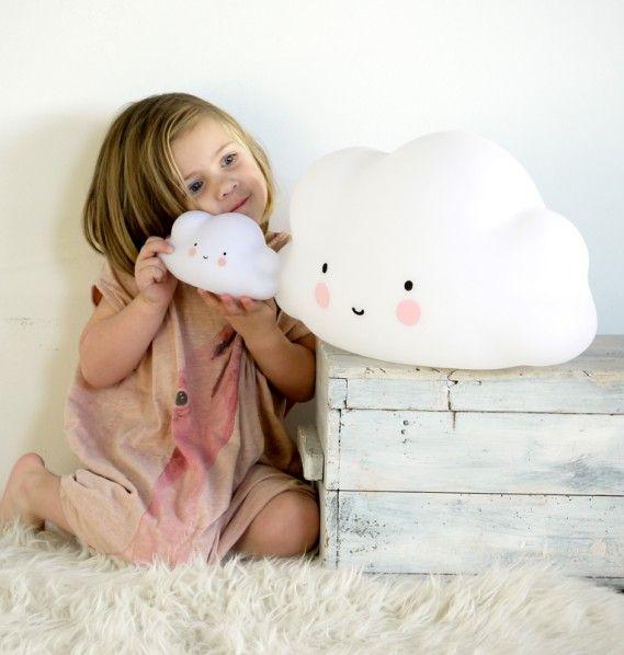 Minilampa moln vit. Nattlampa till barnrummet. Underbar barnrumsinredning & inspiration till barnrum. Leksaker, baby & barnrum.