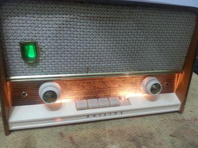 Rádio FM/AM/OC/OL - marca Philips Philleta - mod. De Luxe 302 (1960/61) - Alemanha
