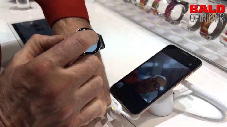 Op het Mobile World Congress 2015 mocht ik de Alcatel one touch watch uitproberen. Hij is modieus (maar oordeel vooral zelf) en veelzijdig. Hij heeft een har...
