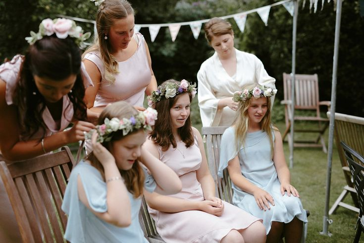 A Beautiful Halfpenny London Bride and her Quintessentially English Garden Wedding - Hair flowers by Babylon Flowers Photography by Ruth Atkinson
