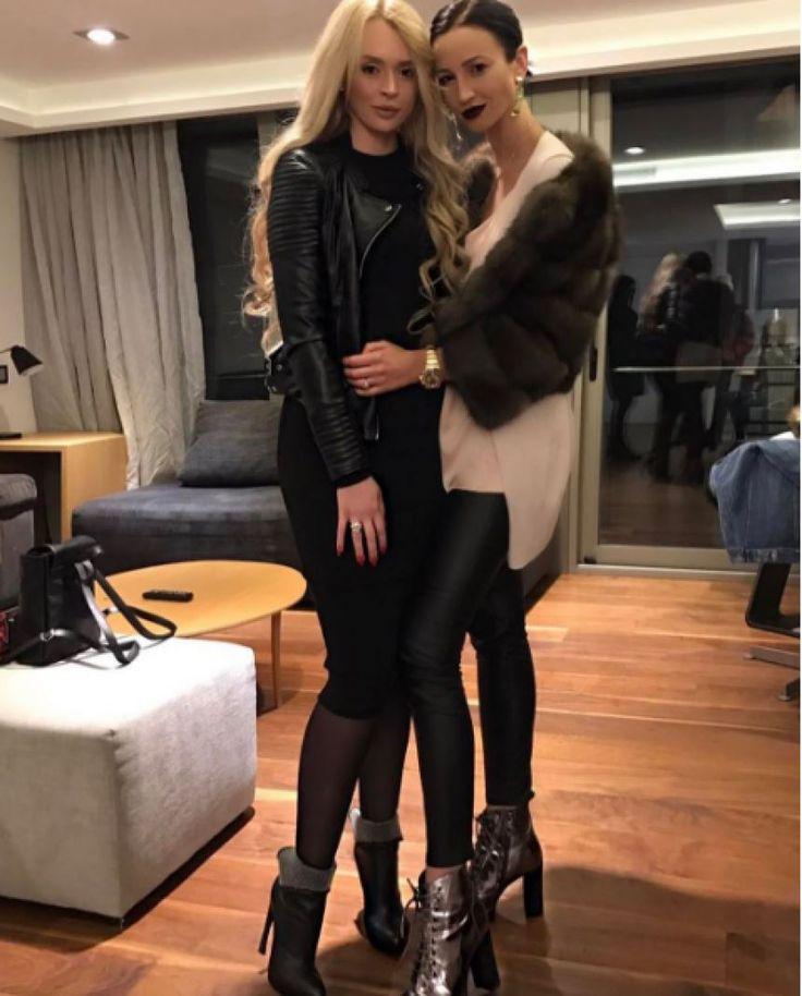 «Не под звуки поцелуев»: одинокая Бузова празднует 31-летие http://kleinburd.ru/news/ne-pod-zvuki-poceluev-odinokaya-buzova-prazdnuet-31-letie/  Экс-участница «Дом-2» и телеведущая Ольга Бузова празднует свой 31 день рождения. Известно, что на данный момент девушка находится на отдыхе в Испании со своими подругами. Последние несколько месяцев складывались для певицы не очень удачно. Развод с футболистом Тарасовым, секс-скандал с Дмитрием Нагиевым и болезнь заставили девушку измениться не…