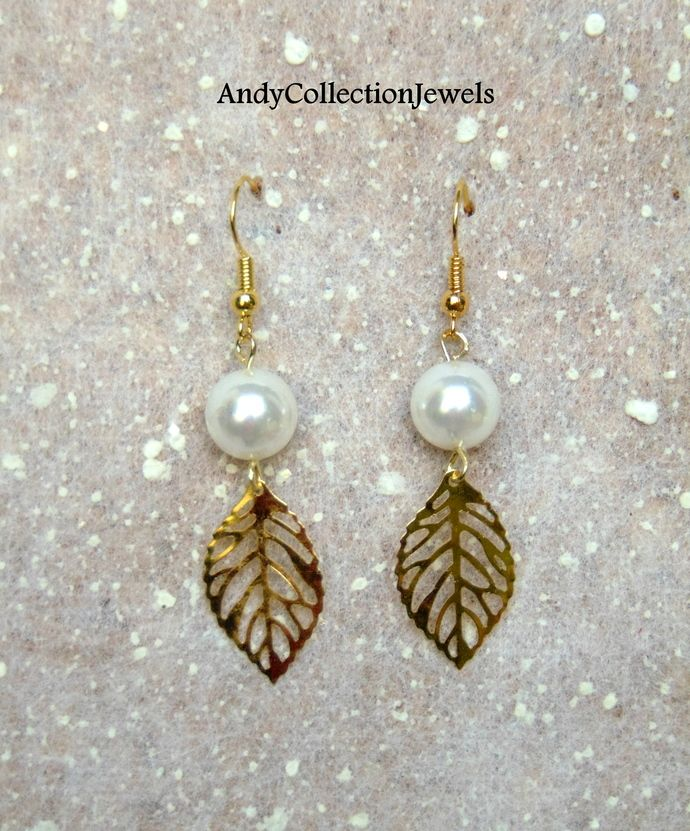 White mop dangle earrings White coral dangle earrings Gold tone filigree leaf earrings Leaf dangle earrings Mother's Day jewelry gift idea by AndyCollectionJewels, $13.00 EUR
