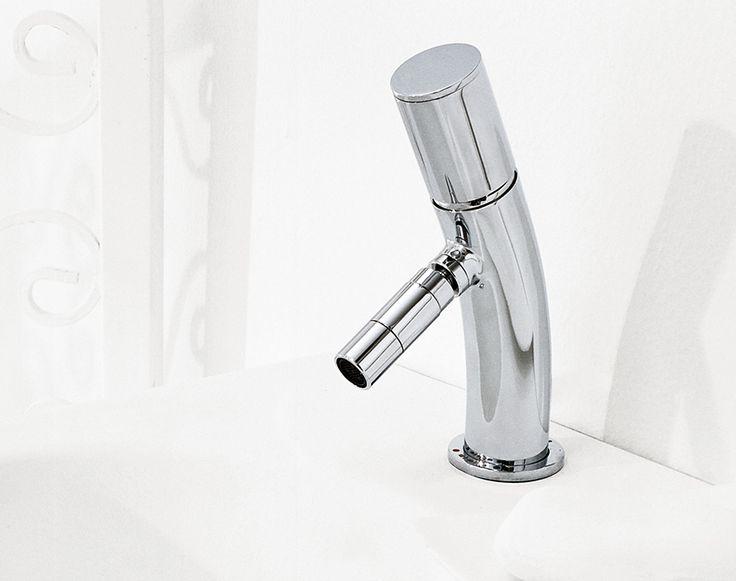 Carattere forte e rigoroso per un #design minimal ed originale, queste sono le caratteristiche principale di #Bamboo di #RubinetterieStella www.gasparinionline.it #arredobagno #interiors #rubinetteria #casa #arredamento #bagno #rubinetti