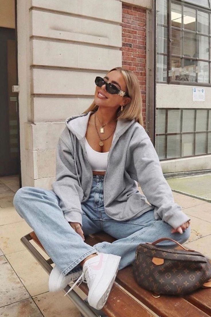 10 Zip Up Hoodie Outfits For You To Try Out During Winter In 2020 Fashion Inspo Outfits Bootcut Jeans Outfit Casual Outfits