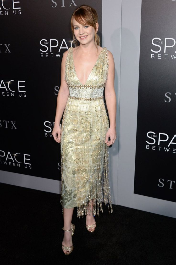 Britt Robertson wore a #MiuMiu gold dress with Swarovski crystals & fringe to the LA premiere of #TheSpaceBetweenUs. https://www.instagram.com/p/BPb9kQ9FAHD  The Fashion Court (@TheFashionCourt) | Twitter
