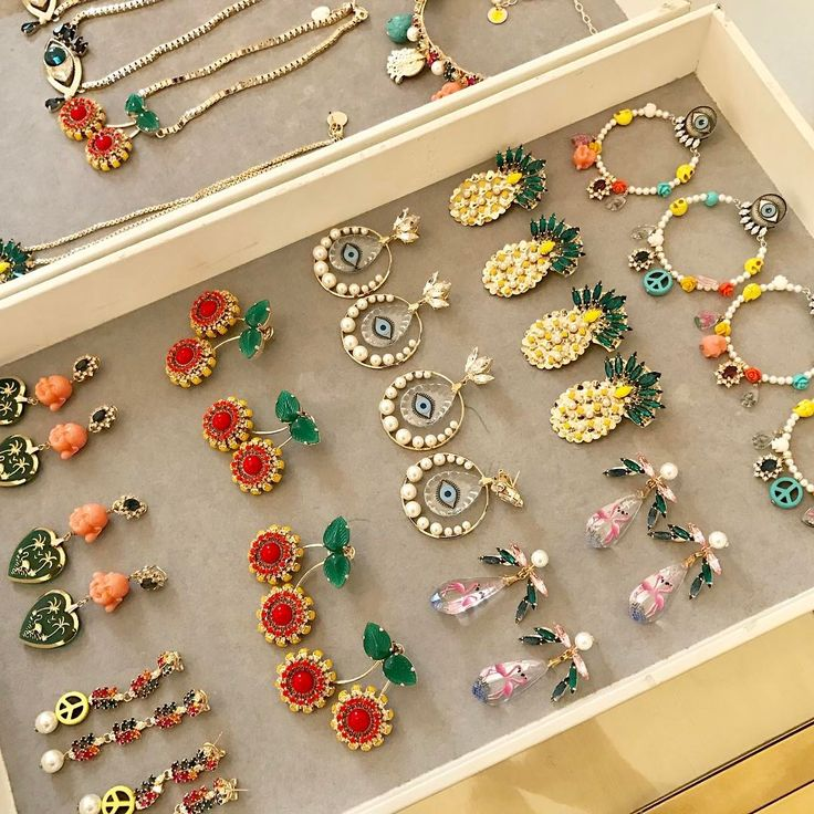 "667 Me gusta, 24 comentarios - Anton Heunis (@antonheunis) en Instagram: ""Getting ready to find a new home #antonheunis #jewelry #jewellery #pandorasbox #earrings #bijoux…"""