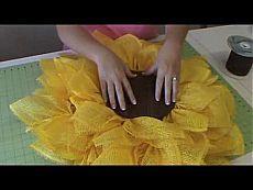 ▶ Trendy Tree Deco Paper Mesh Sunflower Tutorial - YouTube