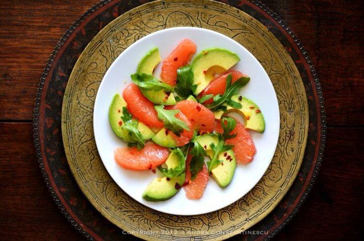 Daca ar fi dupa mine, as manca o astfel de salata in fiecare zi! Pentru ca e lejera, e doar putin spicy, e plina de vitamine si desigur, ca orice salata care se respecta, este foarte usor d…