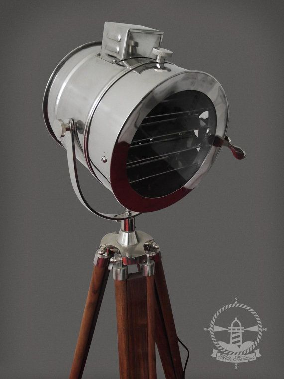 1000 images about lampe industriel sur tr pied on for Lampe projecteur cinema sur trepied