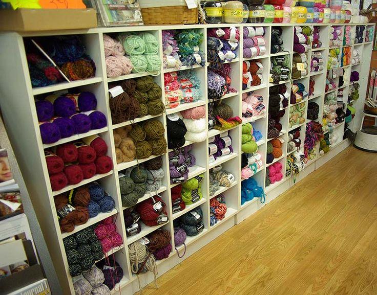 Les pelotes de laine en coton, acrylique sont arrivées dans le rayon mercerie de votre magasin Ellen Décoration.