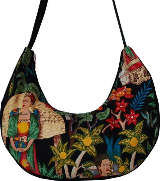 Linda e exuberante como a obra de Frida Kahlo.  *Edição Limitadíssima: única peça nesse modelo*  Feita em tecido importado e dublada no brim 100% algodão. Alça, lateral e fundo feitos em brim preto. Forro em shantung verde esmeralda, com bolso interno em ziper e outro em elástico. Fecho da bolsa em ziper. Alça ajustável por passante metálico, podendo ser usada na transversal.  Medidas Aproximadas: Largura: 45cm Altura: 25cm Lateral e fundo: 15cm Alça: máximo - 132cm :: mínimo - 65cm R$…