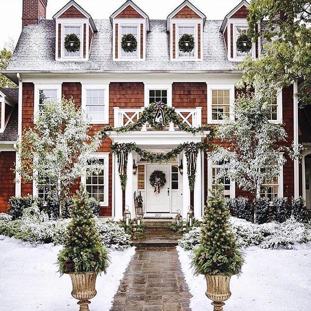 Christmas Decorations, Exterior Decorating, Evergreen, Natural Christmas Decorations, Garlands. Simple Christmas Decorating, Elegant Christmas Decorating.