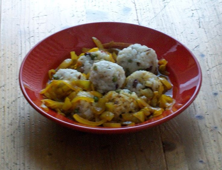 Schatz was koch ich heute? - vegan kochen, backen, essen und genießen: Vegane Knödel aus Reis und Erbsen - Persien (für 2 Personen)  Das Wetter ist ja gerade wechselhaft. Darum habe ich heute ein Rezept für Dich, das Du an jedes Wetter anpassen kannst: Dieses vegane Rezept aus Persien kannst Du im Sommer mit Salat und im Winter mit Zwiebelsauce zubereiten.  http://schatzwaskochichheute.blogspot.co.at/2014/06/vegane-knodel-aus-reis-und-erbsen-persien.html #bio #vegan #rezepte #saisonal…