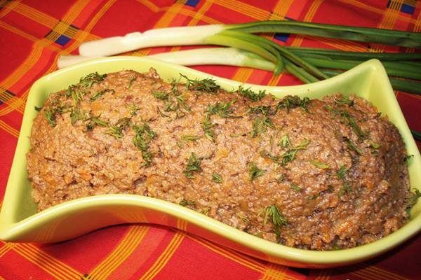 Друзья, готовим вкусный рецепт паштета из говяжьей печени. Много вкусных блюд можно приготовить из полезного субпродукта. Холодный печеночный паштет – отличная закуска и питательный ингредиент для утренних бутербродов....