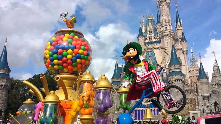Disney's Christmas Parade  #fun #disney #mickey #disneyworld #travel #vacation #magic #magical #princess #florida