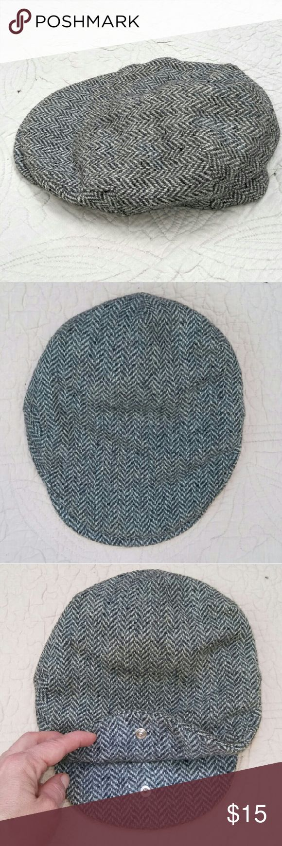 IRISH WOOL Flat Cap MADE IN TOWN OF DONEGAL IRELAND. B&W Men's Wool Flat Cap by Hanna Hats for LL Bean. In excellent used condition with some wear to the back panel. Men's Large. From a smoke free home. Make an offer! Vintage Accessories Hats