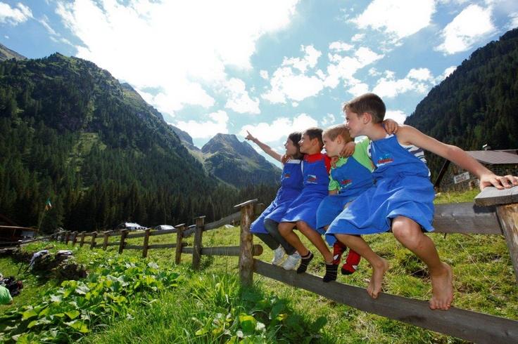 I piccoli pastori del Monte Cauriol.  www.visitfiemme.it
