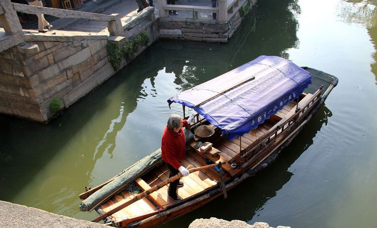 One day tour for visiting Shanghai and Suzhou, the famous water town in south China.