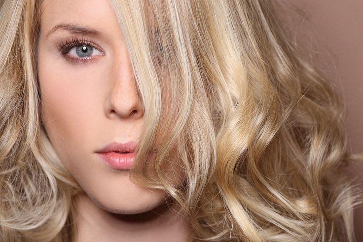 Părul, o adevărată armă de seducție: Cum să-ți faci bucle lejere, precum Blake Lively