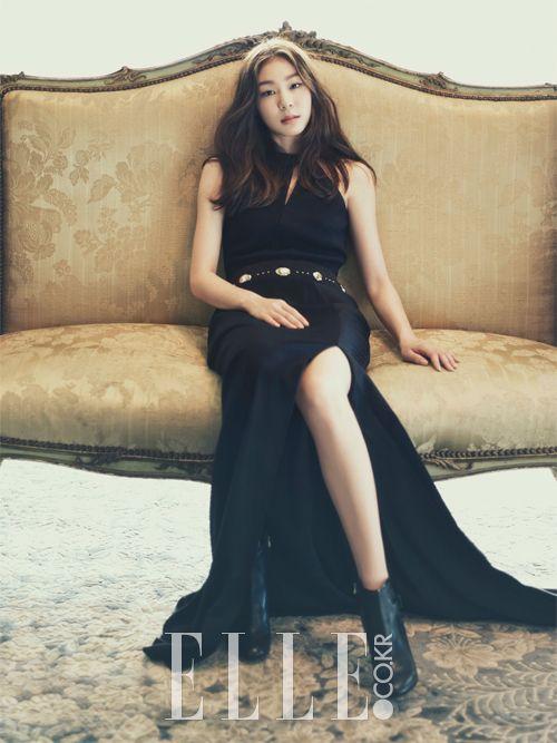 Yuna Kim Search The Style, ELLE Korea 파나마 햇은 Mettoi, 화이트 톱은 Andy & Debb, 네이비 코트는 Joseph.