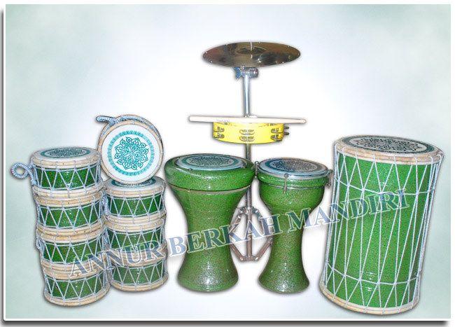 https://flic.kr/p/HTgL3w | MARAWIS POLOS HIJAU SUPER | 1 set alat marawis polos super warna hijau harga Rp.1.800.000,- www.kostum-drumbandmarawis.com/harga-marawis-polos-super/