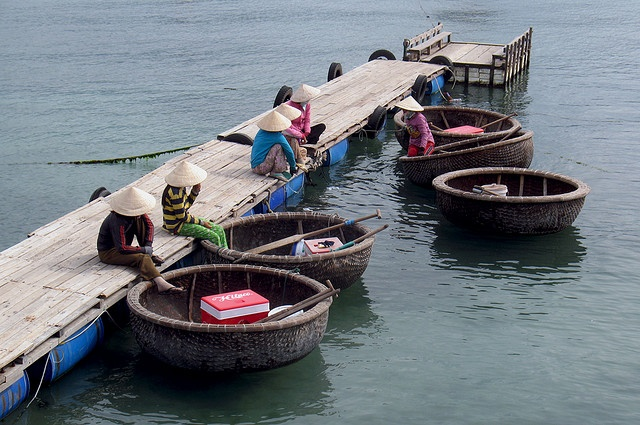 The Vietnamese/Asian version of the coracle is made somewhat differently: using interwoven bamboo and waterproofed by using resin and coconut oil. The structure has a keel-less, flat bottom to evenly spread the weight of the boat and its load across the structure and to reduce the required depth of water — often to only a few inches, making it ideal for use on rivers.