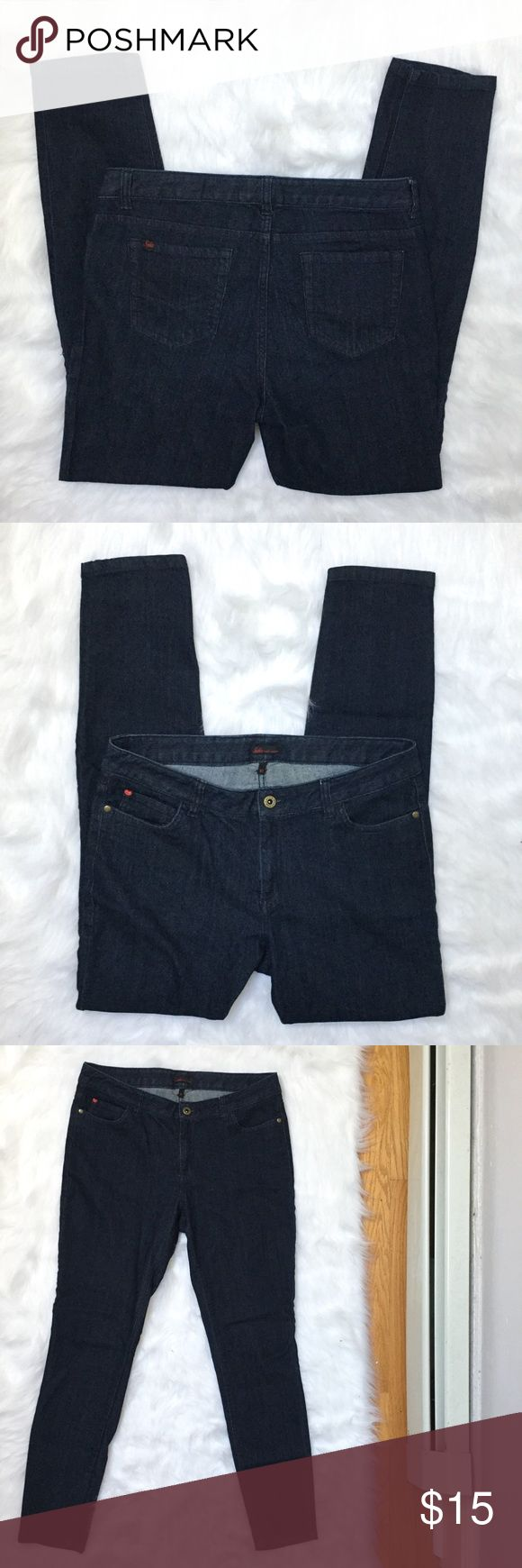 """[Sofia Vergara] dark wash skinny jeans size 10 - Size: 10 - Condition: Great - Color: dark wash blue  - Pockets: yes - Closure: zipper and metal button - Style: Sofia Vergara dark wash skinny jeans - Extra notes:  *Measurements:  Waist: 15.5"""" flat Hips: 18.75"""" flat Rise: 9.5"""" Inseam: 29.25""""  Bundling is fun, check out my other items! Home is smoke free. No trades, holds, modeling, or negotiations in comments. Sofia Vergara Jeans Skinny"""