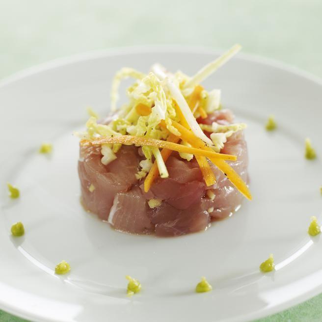 Tartare de thon à la thaï, légumes croquants au wasabi