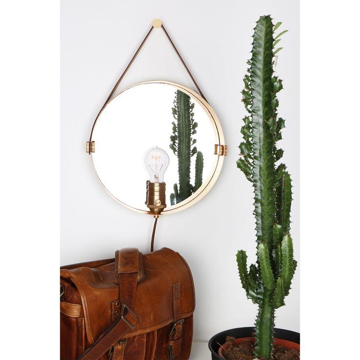 Hangover vegglampe fra Globen Lightning, designet av Patrick Hall. Vegglampe med speil og ramme i me...