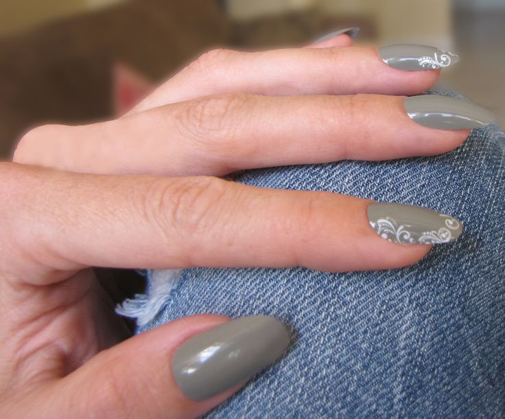 Winter Nails: iZ Beauty of London Deco iT Ornate white nail decals...