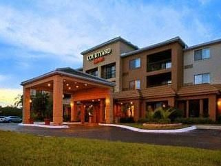 Orlando (FL) Courtyard By Marriott Orlando Lake Mary Hotel United States, North America Stop at Courtyard By Marriott Orlando Lake Mary Hotel to discover the wonders of Orlando (FL). The hotel offers a wide range of amenities and perks to ensure you have a great time. Facilities for disabled guests, Wi-Fi in public areas, car park, room service, meeting facilities are on the list of things guests can enjoy. Each guestroom is elegantly furnished and equipped with handy amenitie...