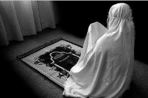 Waspadai, Ciri-Ciri Wanita Yang Sholatnya Tidak Diterima Oleh Allah SWT
