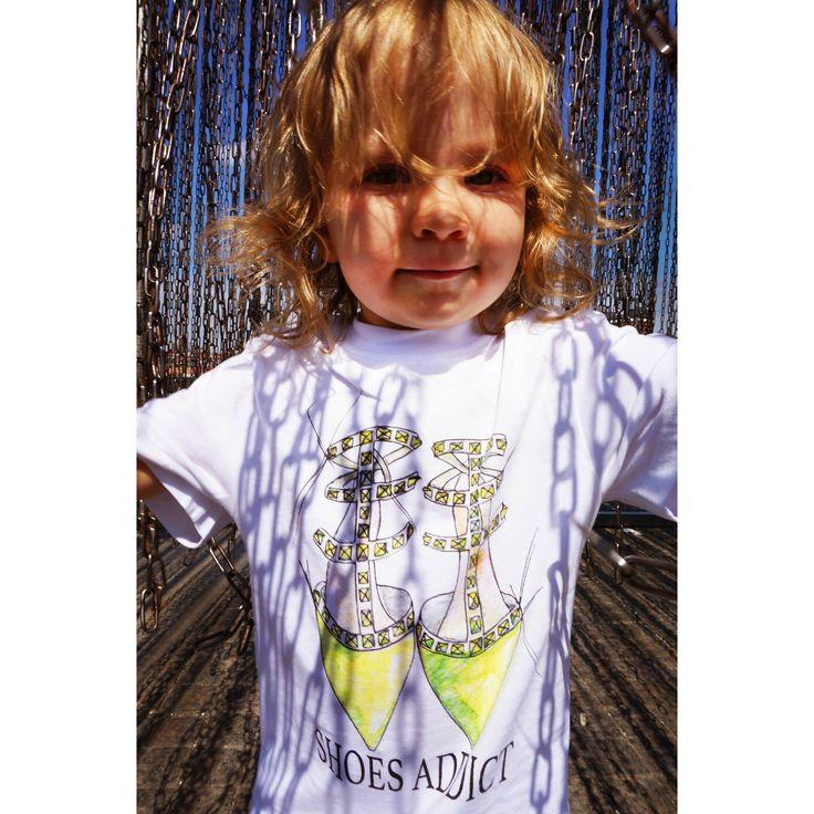"""Детские футболки сейчас вы можете купить по цене 490 р. __________Акция!!!! Пара """"мама+дочка"""" - 1100 рублей!!!!! __________Состав 100% хлопок. Размеры 98-52 (на 1-2 года), 104-56 (2-4 года), 128-64 (5-8 лет)."""