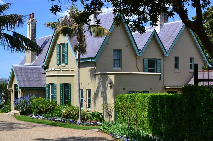 Kirribilli House in the spring.