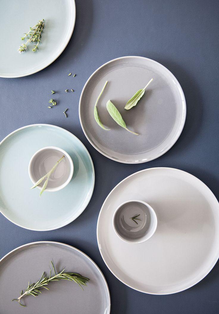 Prachtige poederachtige pastels die je geweldig kunt combineren met een wit of crèmekleurig basis servies en stoere linnen tafellopers. #servies #TafelenKeuken #kleur #genieten