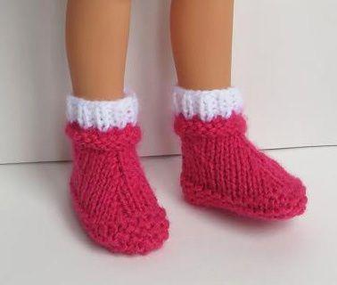 """""""j'ai fait des chaussons grâce (encore une fois) à un tuto que tu avais mis en ligne (des bottes que tu avais tricotées en vert : très joli rendu"""" Et voilà les bottes vertes transformées et surtout le tuto transformé par les bons soins de Liris. Et l'idée..."""