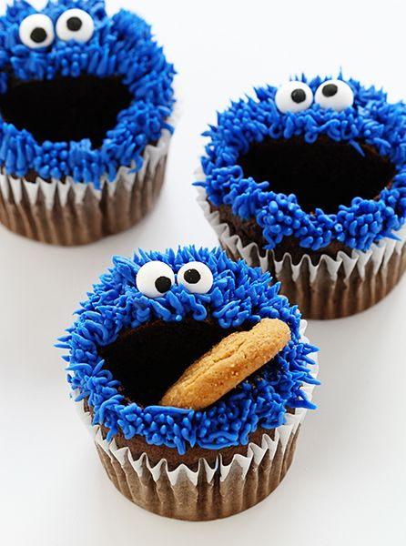 Cookie Monster Cupcakes!   Such a cute idea for a kid's Sesame Street themed party.  Can also be used for the kids to take home as a favor.