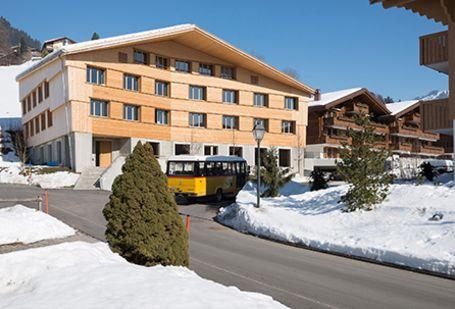 Gstaad Saanenland Jugendherberge Aussenansicht